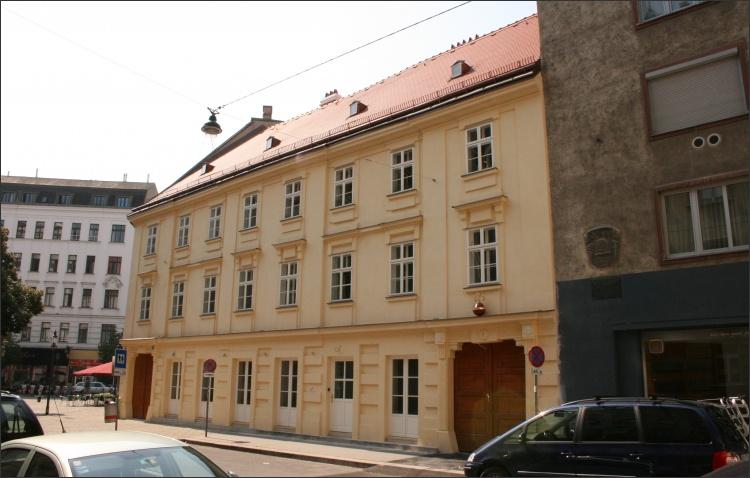 Historisch sanierte Fassade mit Kalkputz entsprechend den Vorgaben des BDA