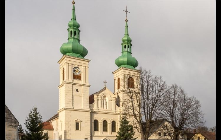 Sanierte Kirchenfassade