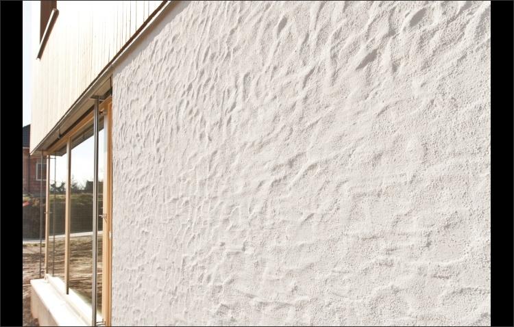 Strukturierte Kalkfassade