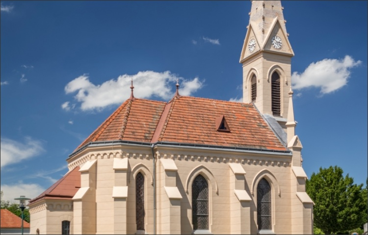 Revitalisierte Kirchenfassade