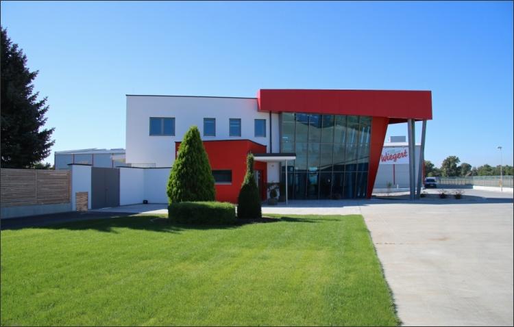 fertiggestellter Neubau Kühl- und Lagerhalle